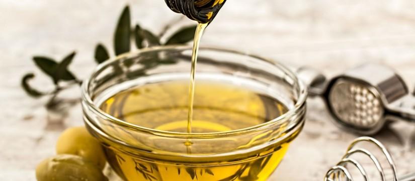Aceite-de-oliva-para-prevenir-la-caries-1920